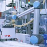 ¿Cómo solucionan los cobots el problema del espacio reducido en una planta de producción?