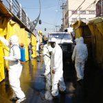 Para evitar contagios del COVID-19, V. Carranza y comerciantes limpian y sanitizan La Merced