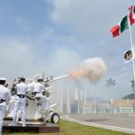 Cadetes de la Heroica Escuela Naval Militar y del Centro de Estudios Navales en Ciencias de la Salud juran bandera en el marco de la Gesta Heroica del 21 de abril
